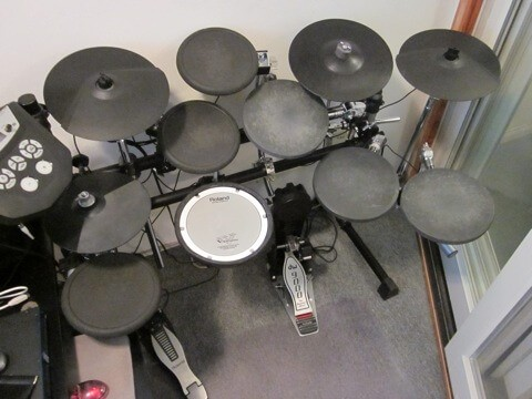 studio electronic drum kit by Roland with dw 9000 kick pedal